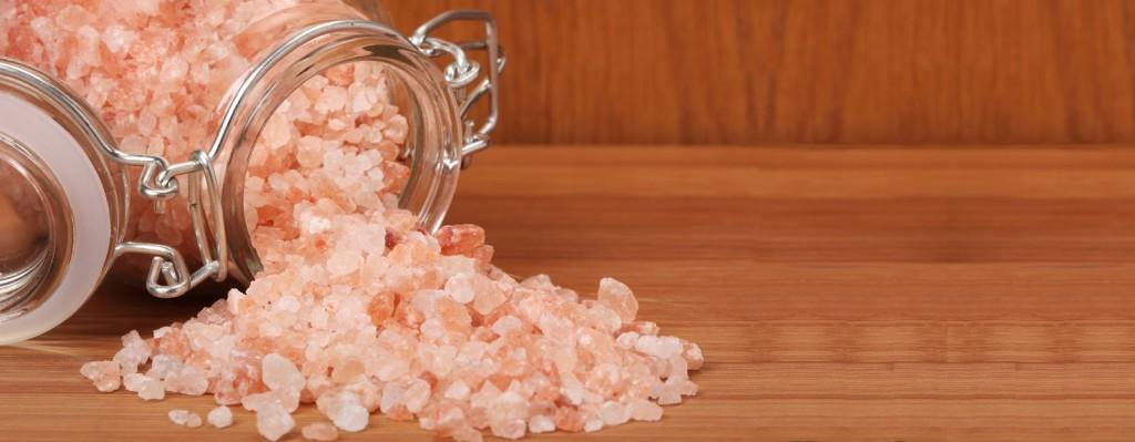 comparacao-do-sal-refinado-com-o-sal-rosa-do-himalaia-chris-castro-3